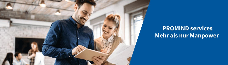Mann und Frau informieren sich über die Vorteile für Bewerber bei PROMIND services.
